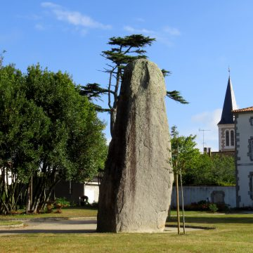 Le roi menhir à Avrillé - Crédit Photo© Office de Tourisme Destination Vendée Grand Littoral