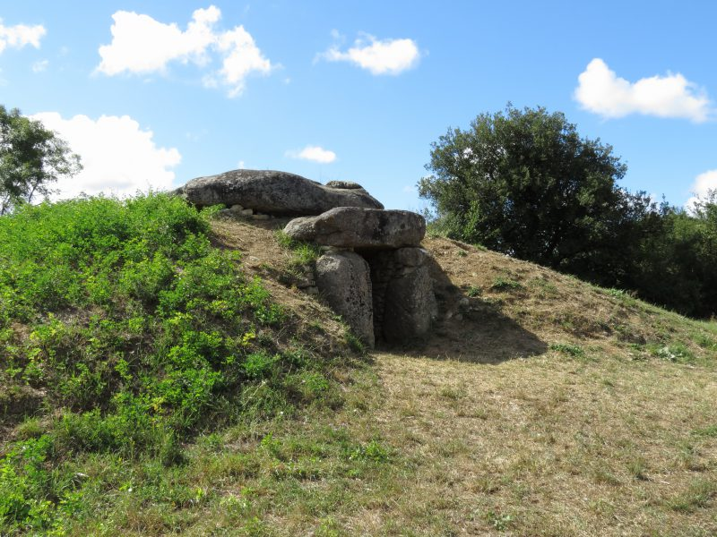 Dolmen de la Sulette à Saint Hilaire la forêt - Crédit Photo© Office de Tourisme Destination Vendée Grand Littoral