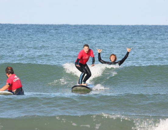 Cours de Surf avec Koa Surf School - Crédit Photo : ©Koa Surf School