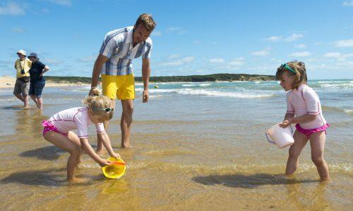 Famille sur la plage du Veillon - Crédit photo V.Joncheray