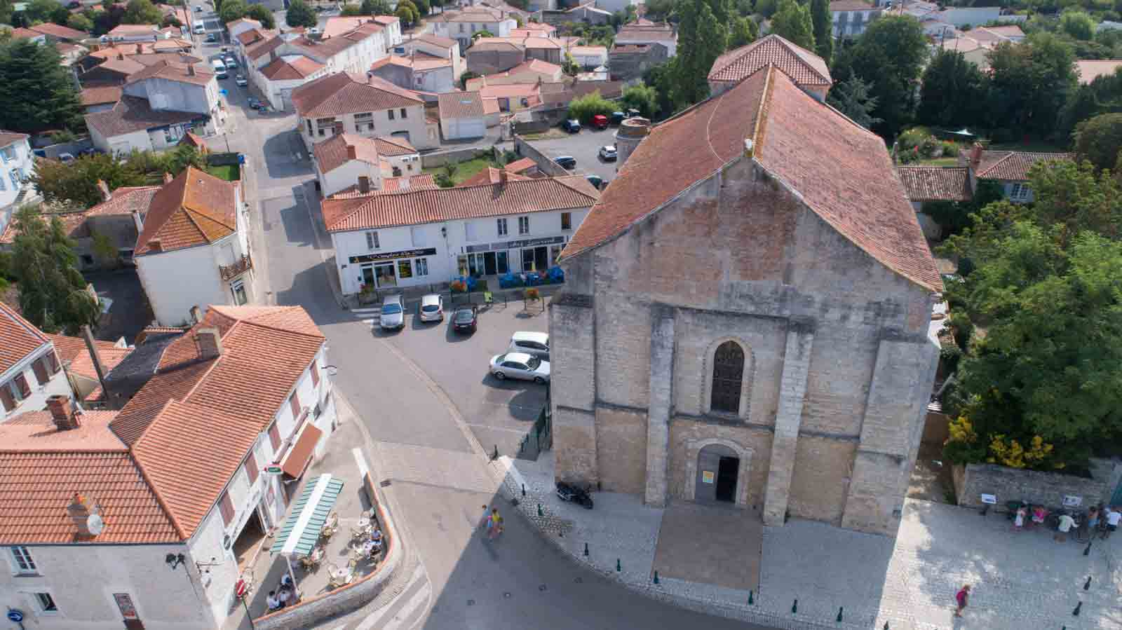Eglise d'Angles vu du ciel - ©Horizon Vertical