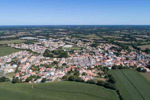 Bourg de Grosbreuil - ©Horizon Vertical