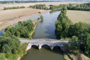 Le pont de la Claye et le Lay vu du ciel à Curzon - ©Horizon Vertical