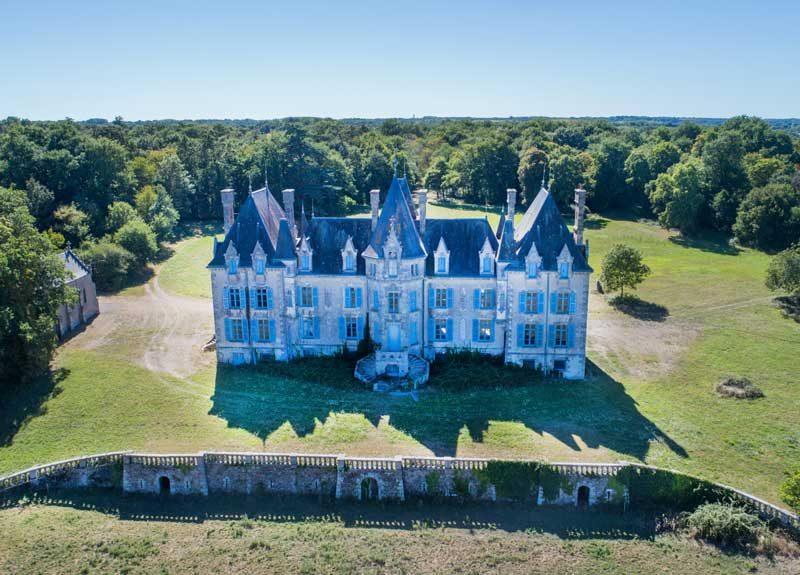 Chateau de la Benatonnière à Grosbreuil est un bâtiment privé - ©Horizon Vertical