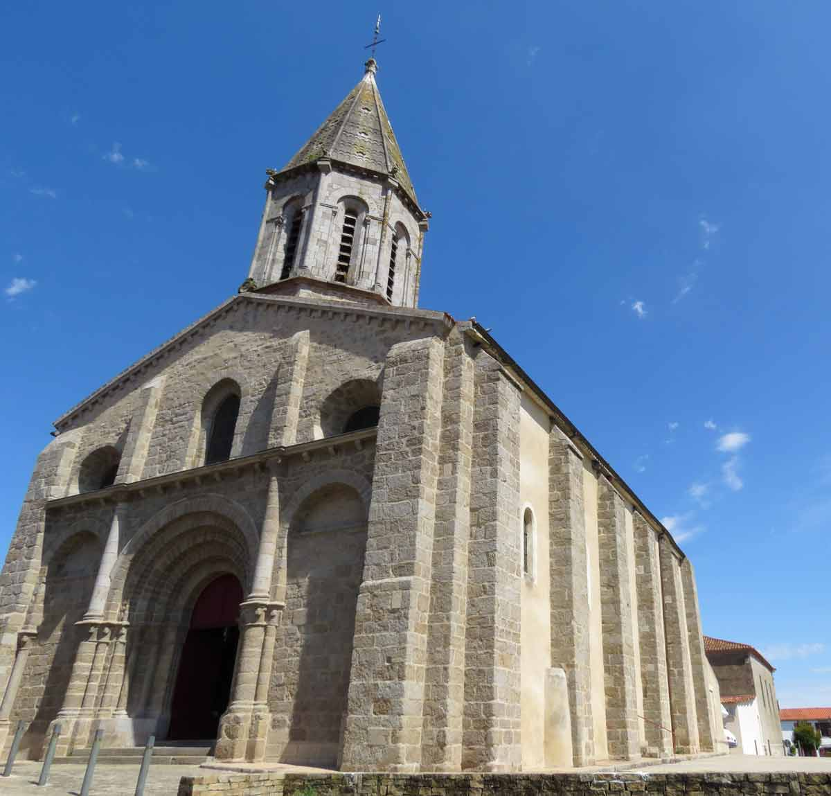 moutiers-les-mauxfaits église
