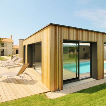 Gîte La Demeure du Pont Rolland avec piscine intérieure à Avrillé