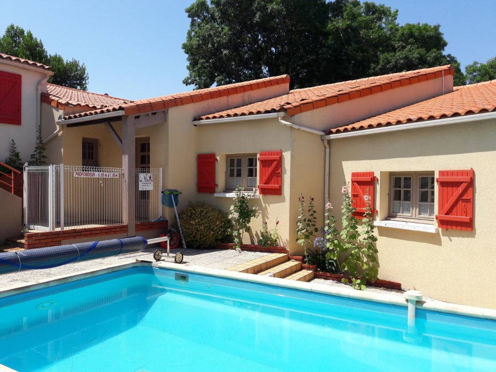chambres-hotes-givre-patio-madone-piscine-securisee