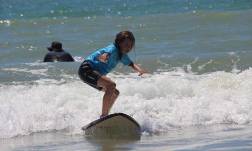 esprit-surf-cours-surf-enfant-plage-rocher-vendee